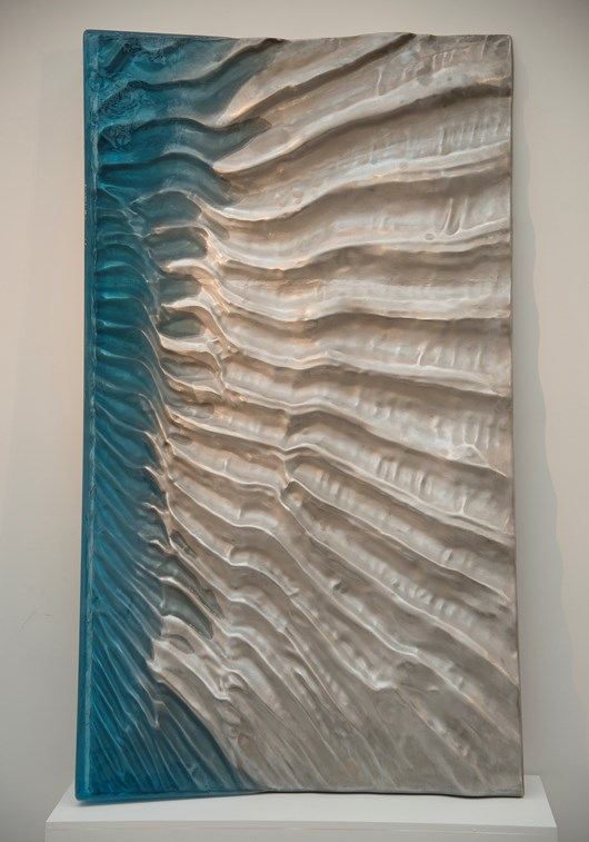 Waves, 2019, Cast aluminum and resin, 79 x 43 x 5,5 in